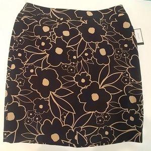  Nine west black & tan gold floral skirt size 16